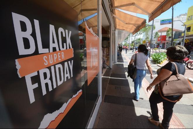 Black Friday promete descontos em variados tipos de produtos - Foto: Bruno Henrique / Correio do Estado